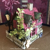 Tim Holtz - Village Dwelling - Efeu rankt am Haus hoch